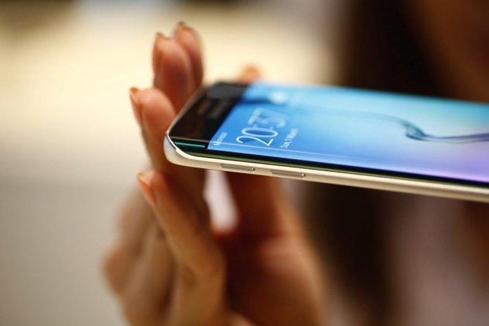 Samsung-Galaxy--700x467